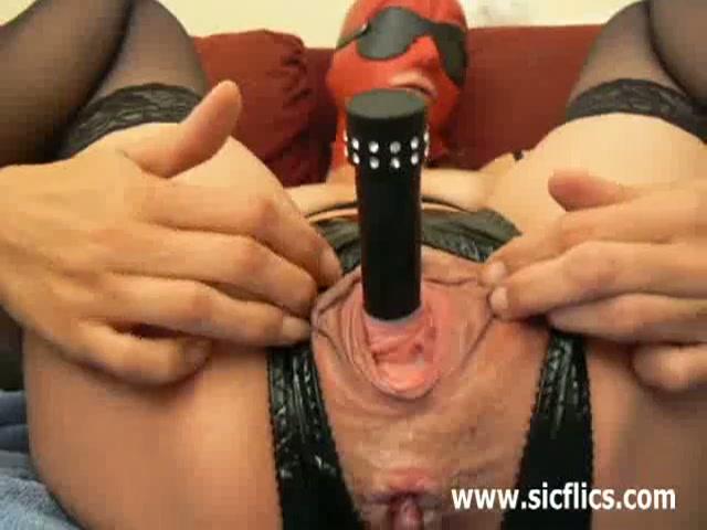 Extreem mastuberen en anal vuist neuken