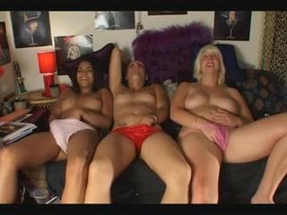 drie lekkere mokkeltje masturberen op een rij
