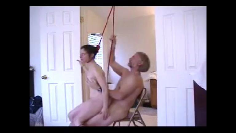Door een oudere baas gefuckt worden en wurg seks daar houd ze van