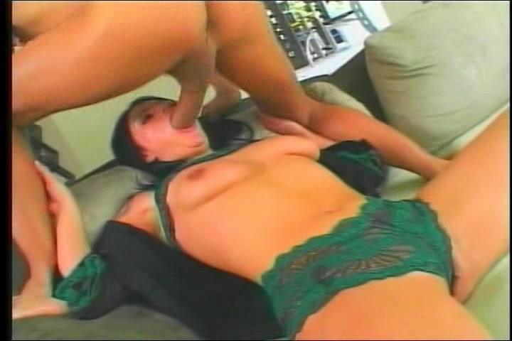 Na haar muil te hebben genaaid sekst hij haar pruim en kontgat