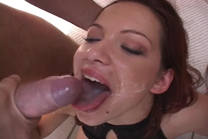 Meerdere ladingen cum in haar zwoele mond