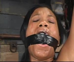 Geil aziatisch neukpoppetje anaal genomen.
