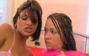 Twee hete lesbische dames beffen